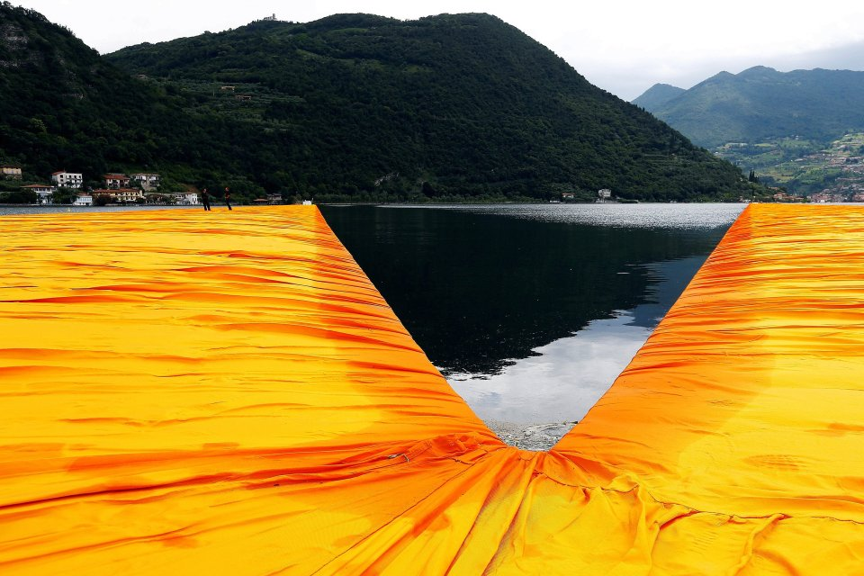2016-06-16T132204Z-117901370-D1AETKFYIEAA-RTRMADP-3-ITALY-ARTS-FLOATING-PIERS-15672.jpg