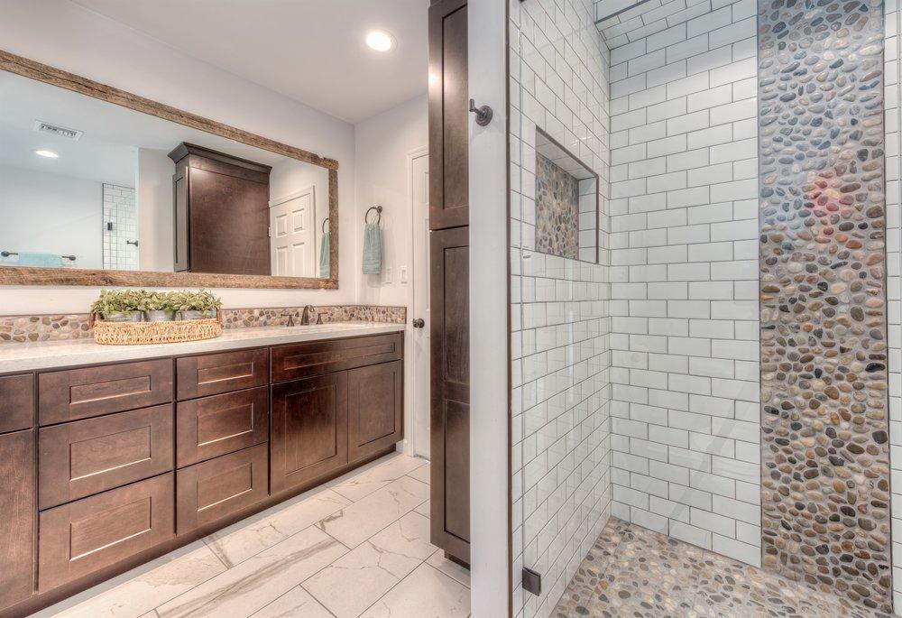 023_Shared Bath Shower.jpg