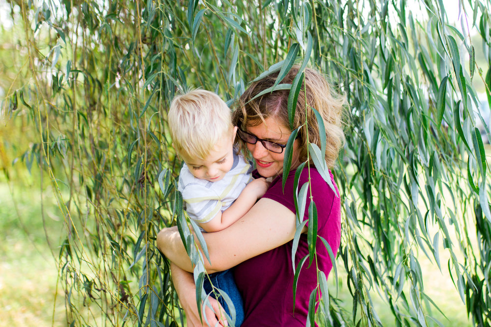 Rebecca Clair Photography, Kansas City lifestyle photographer, apple picking photo session, apple orchard photos, Kansas City family photographer, mother holding son in willow trees