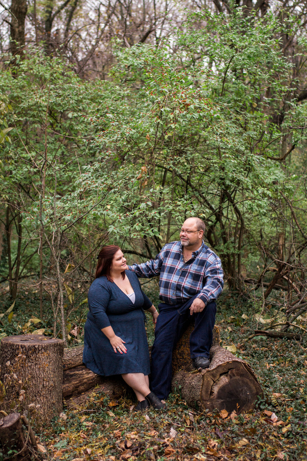Kansas City lifestyle photographer, Kansas City family photographer, extended family session, fall family photos in the woods, father and grown daughter sitting