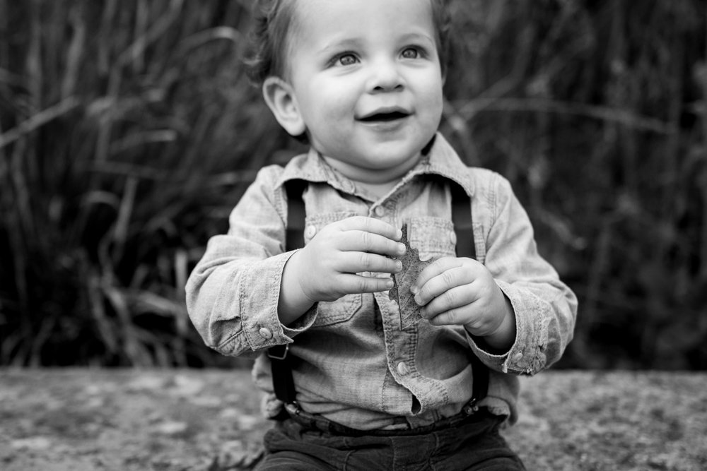 Kansas City lifestyle photographer, Kansas City family photographer, fall family session, autumn family session, toddler holding leaf, black and white photo