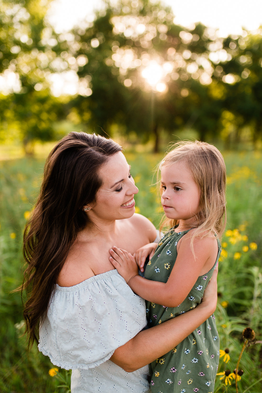 Golden hour potrait of mother and daughter, mommy and me session at Shawnee Mission Park, Kansas City family photographer