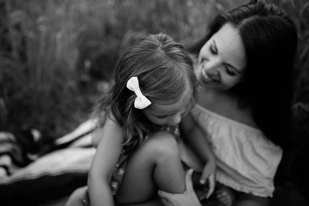 Black and white artisitc photo of mother and daughter, mommy and me session at Shawnee Mission Park, Kansas City candid family photos