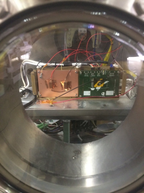 In the vacuum chamber, a steady-state test. On the left, the resistive heaters on a copper plate. A thermistor is visible in the upper-right corner. The other board, previously tested, is a motor controller.