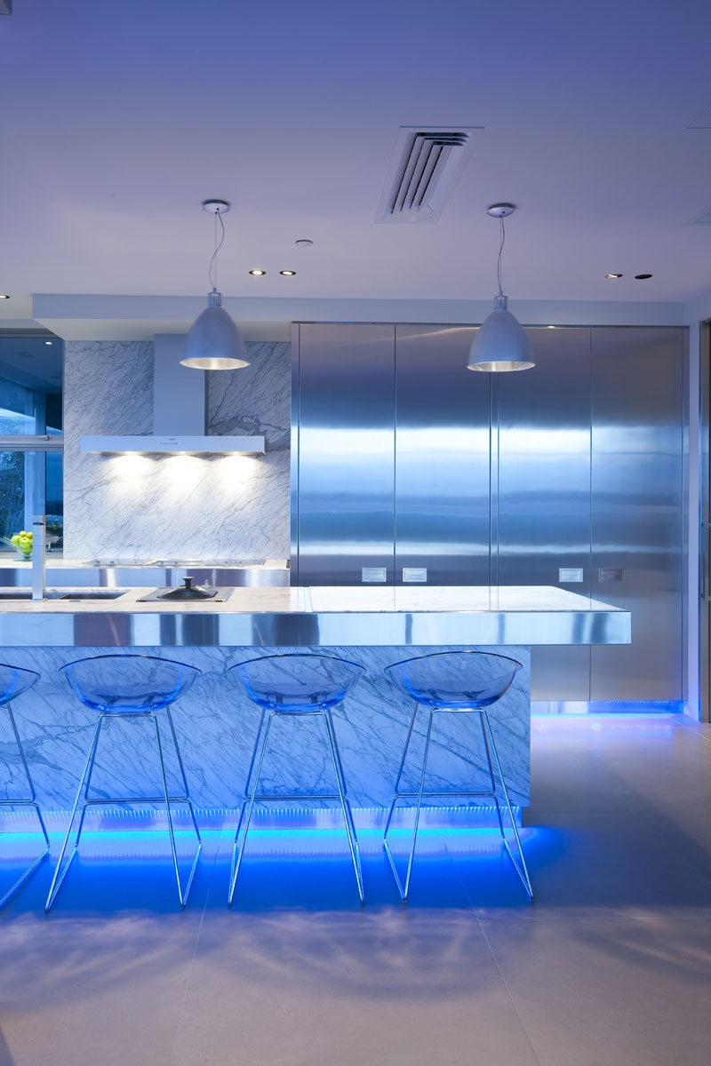 blue-highlighted-modern-kitchen-2.jpg