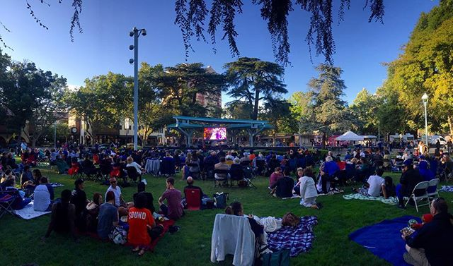 A great turnout at #TodosSantosPlaza for game 5 🏀🏆! Let's go @warriors ! ———————————————————— #cityofconcord #concord #concordca #concordcalifornia #california #californialiving #eastbay #bayarea #contracosta #contracostacounty #cococounty #nba #warriors #dubnation