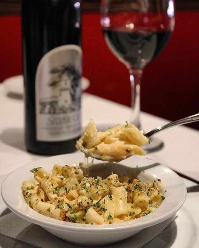 Have you ever been to #Fiore restaurant in Concord? To celebrate #NationalMacaroniDay 🍝 they are serving up some cheesy goodness with their take on #macaroniandcheese 🧀! Don't believe us, come taste for yourself 😋. ———————————————————————————— #cityofconcord #concord #concordca #concordcalifornia #california #californialiving #eastbay #bayarea #abc7now #yelpeastbay #foodie #foodstagram #buzzfeedfood #foodlover #italianfood