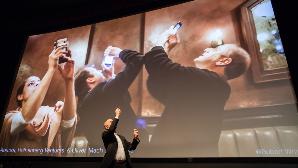 Future of how humans will interact with their phones in a world of 360 photos during Evan Nisselson's Day 2 keynote. ©Robert Wright/LDV Vision Summit