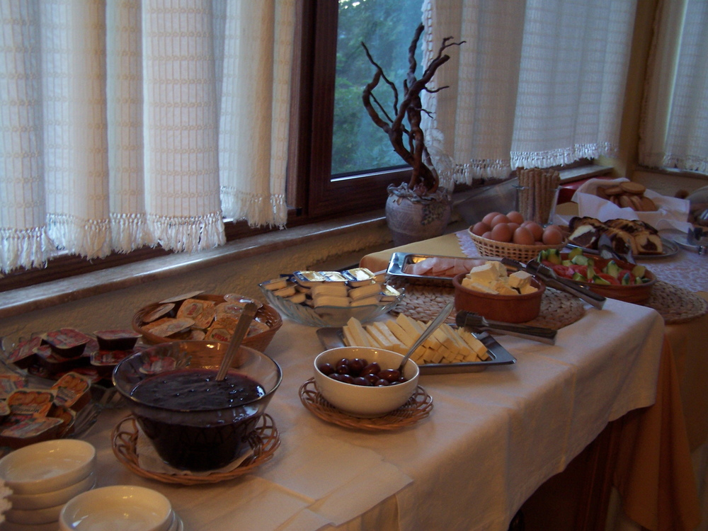 valiacalda_hotel_breakfast.jpg