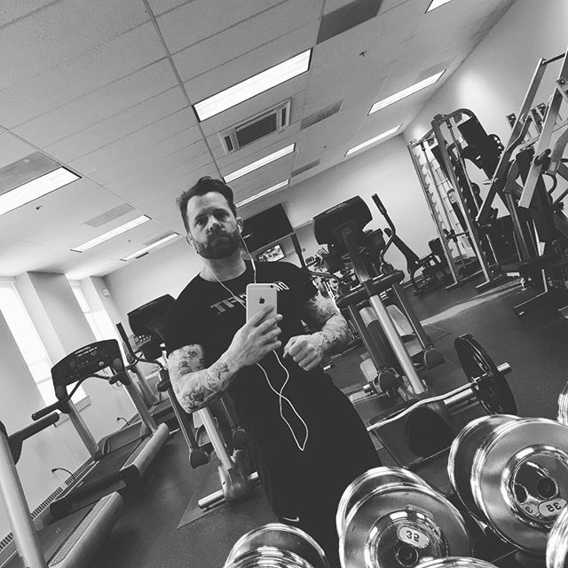 moving weights #thursday #fit #fitness #fitnessaddict #fitnessmotivation #fitnessjourney #fitnessfreak #gym #workout #workoutmotivation #gymlife #gymtime