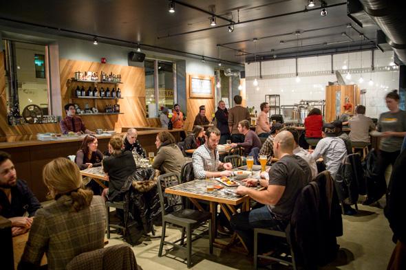 restaurant full 2.jpg