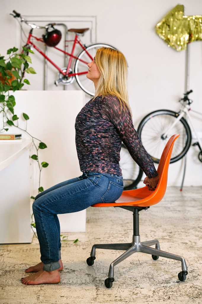 Shoulder opener at the desk