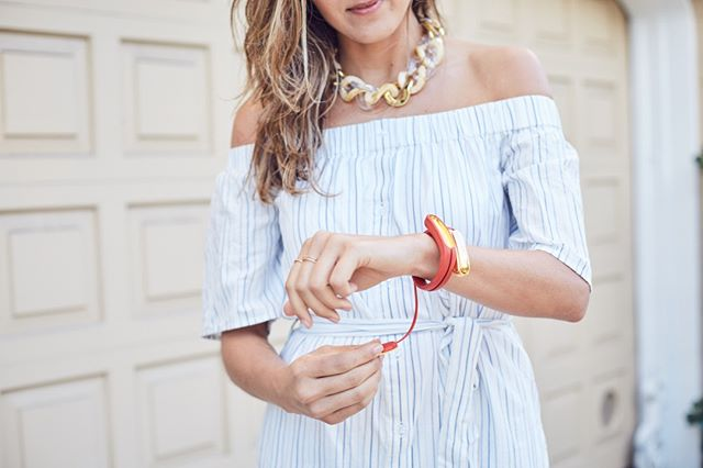 Bluetooth headphones stored in a stylish bracelet?  Yes, please.  #jewelry #fashion #accessories #style #gold #jewelrygram #beautiful #ootd #fashionista #luxury #inspiration