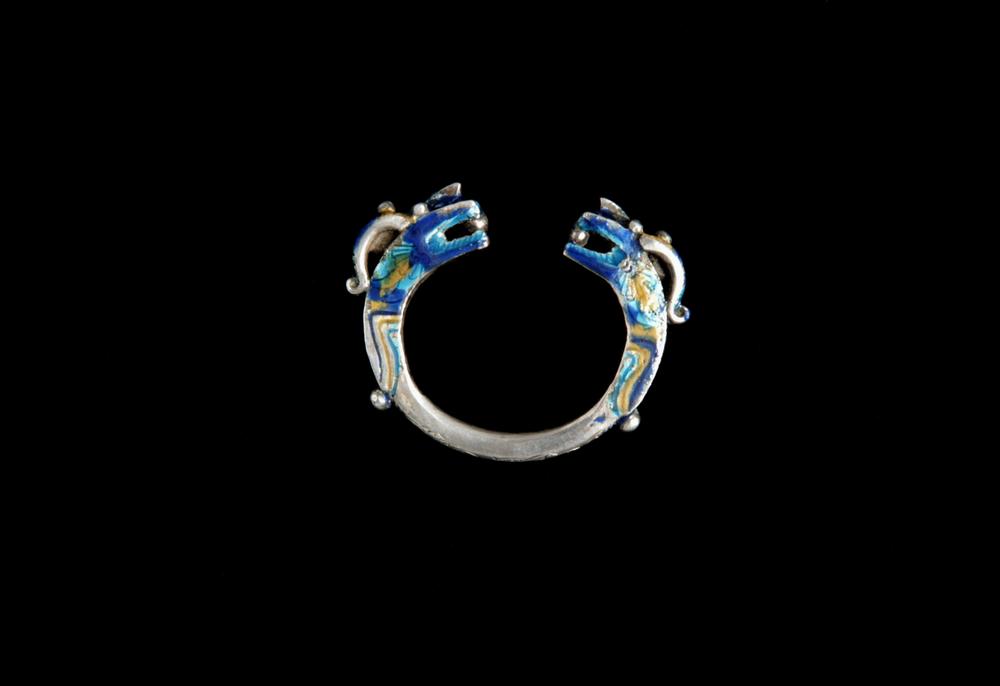 10. VIETNAM. Bracelet de femme en argent et émail se portant par paire, Lao Cai, Yao. Début XXe siècle