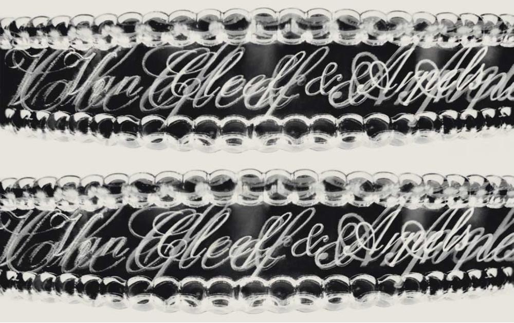 Van Cleef & Arpels Collection Perlée. Photographie de Valérie Belin pour ICONOfly, Journal d'un Bracelet, 2009