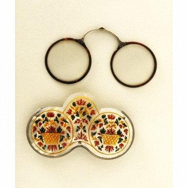 Spectacles and Mother Pearl case, Victoria and Albert Museum