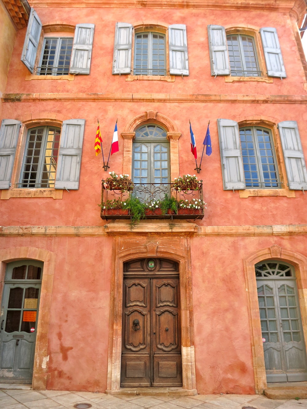 The Maison Commune de Roussillon. Could there be a cuter town hall in all the world? No. © 2014 Gail Jessen