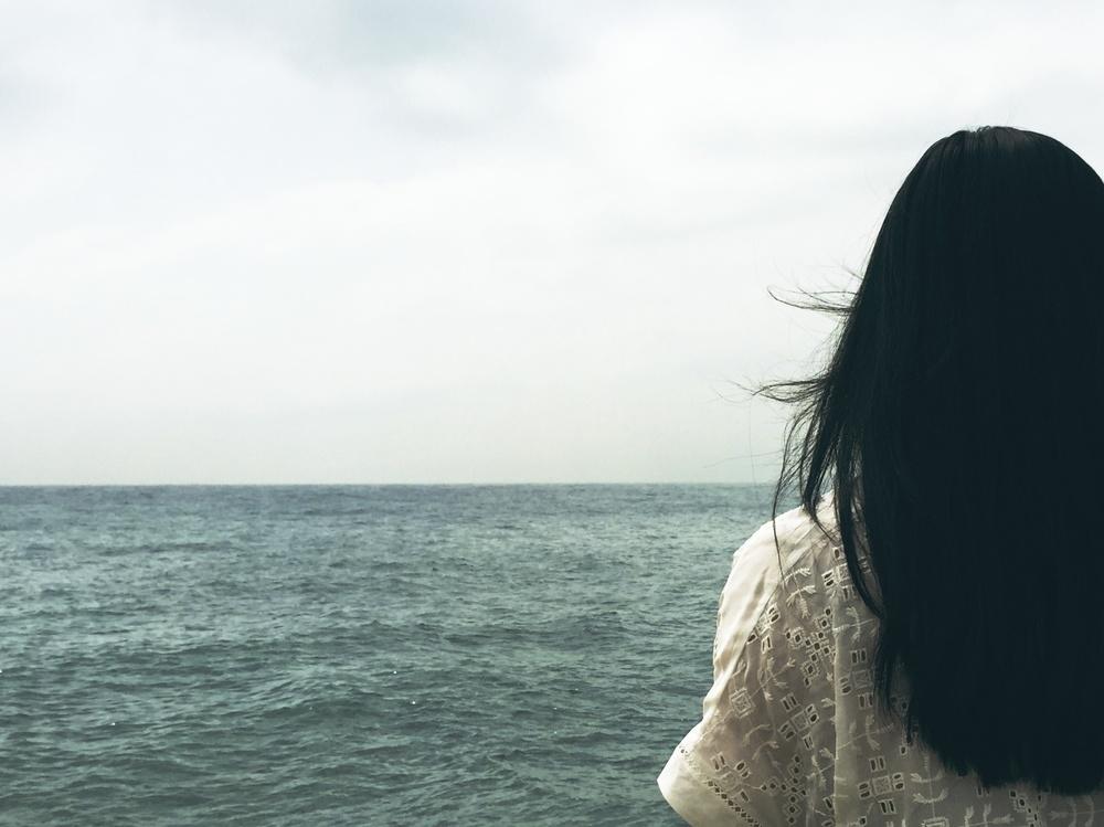 woman ocean back.jpg