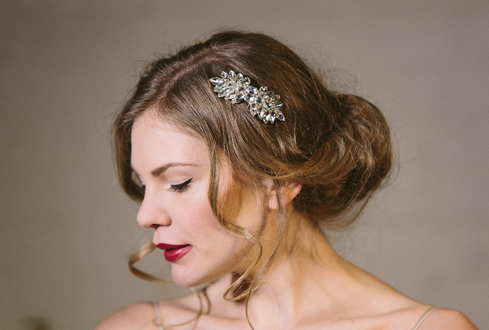 www.totallypinnable.com 8 wedding headbands I LOVE from Etsy