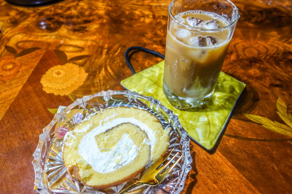 ROLL CAKE AND ICED COFFEE.