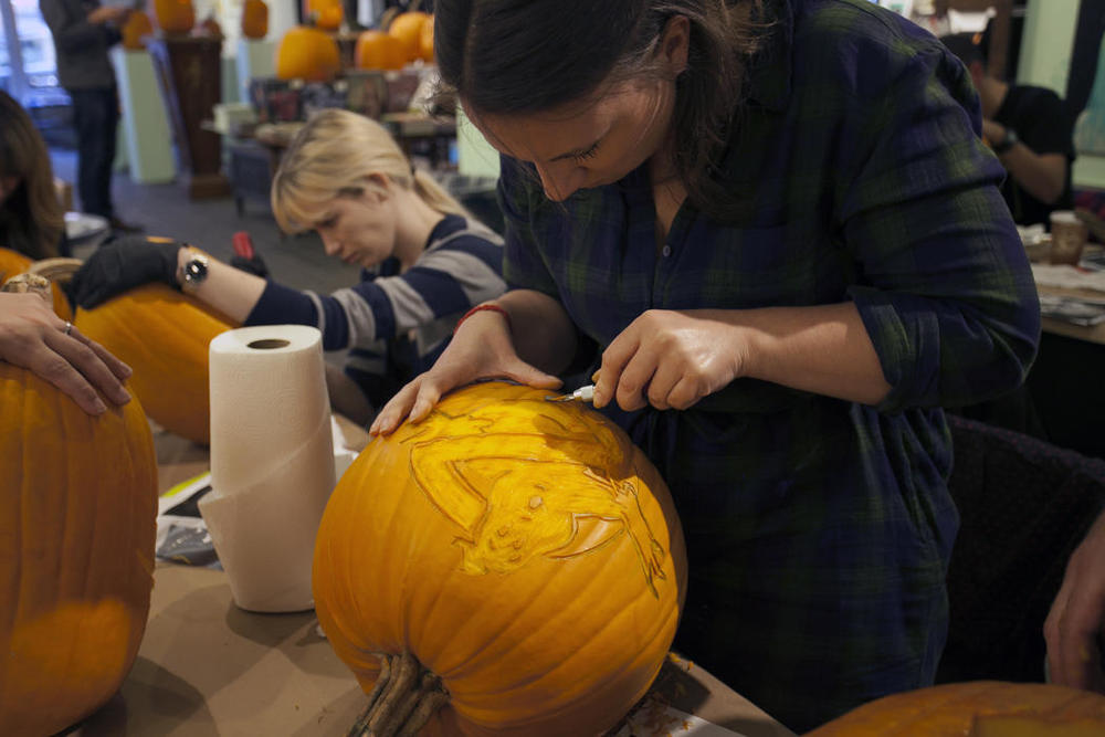 41a010d0-5912-11e4-9fb6-71e3320c41da_maniac-pumpkin-carvers-workshop-0013.jpg