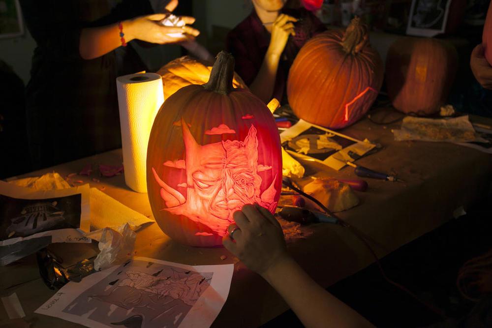 ... 59e7e2d0-5912-11e4-9fb6-71e3320c41da_maniac-pumpkin-carvers-workshop- ... & Maniac Pumpkin Carvers - Professional Pumpkin Carving - Cotton ... azcodes.com