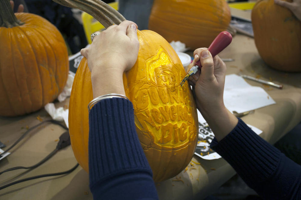 450ab310-5912-11e4-9fb6-71e3320c41da_maniac-pumpkin-carvers-workshop-0014.jpg