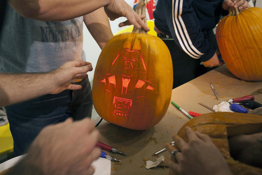 5368ad90-5912-11e4-9fb6-71e3320c41da_maniac-pumpkin-carvers-workshop-0018.jpg