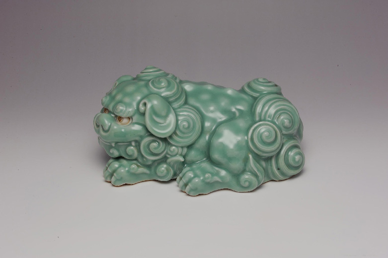 Miyagawa-Kozan-I-recumbent-shishi,-after-long-established-bronze-type.-1900-10-©-National-Museums-Scotland