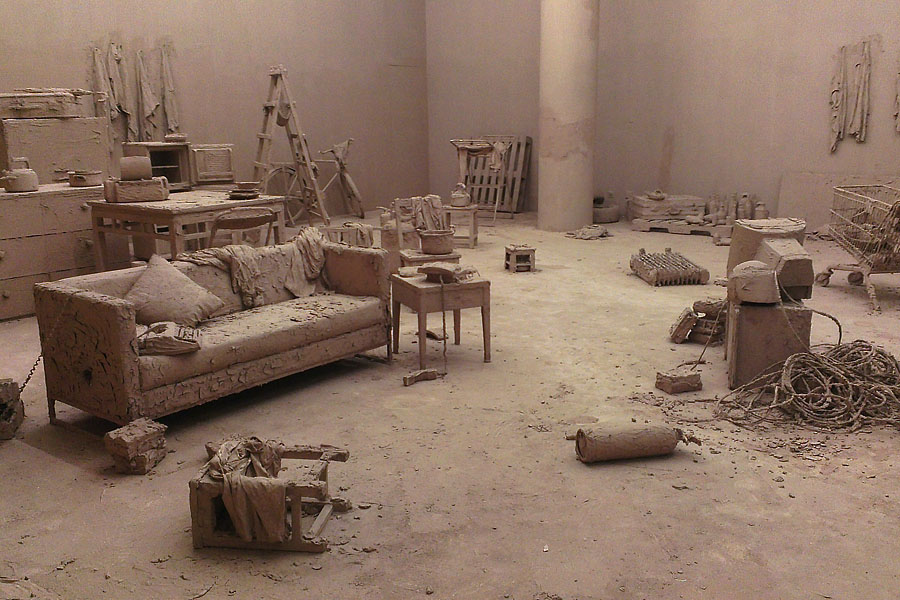 Chen Zhen: Purification Room, 2000, Installation im Rockbund Art Museum, Shanghai. Image via marta-blog.de