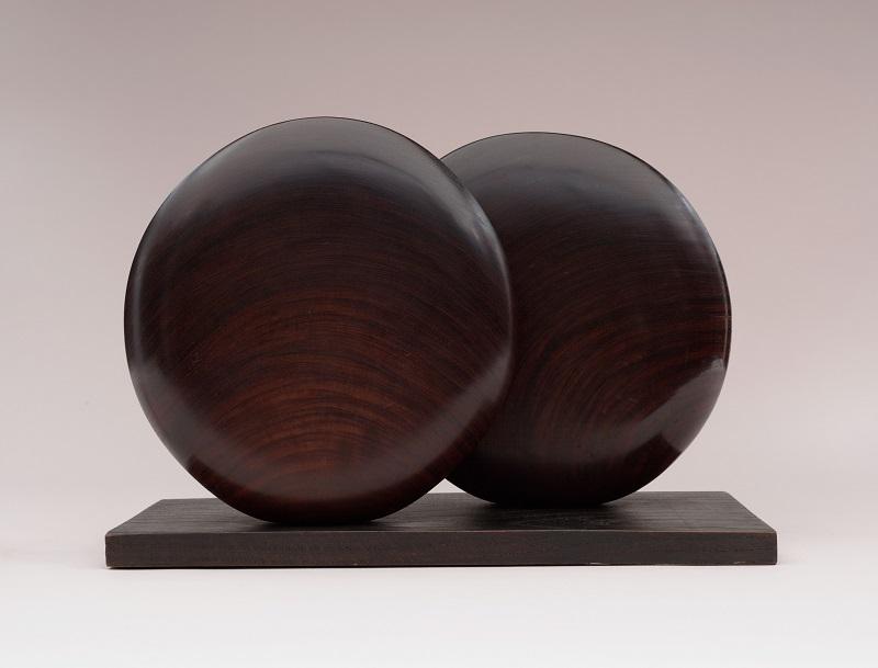 Barbara Hepworth     Discs in Echelon    1935SculpturePadouk wood311 x 491 x 225 mm Museum of Modern Art, New York©Bowness, Hepworth Estate