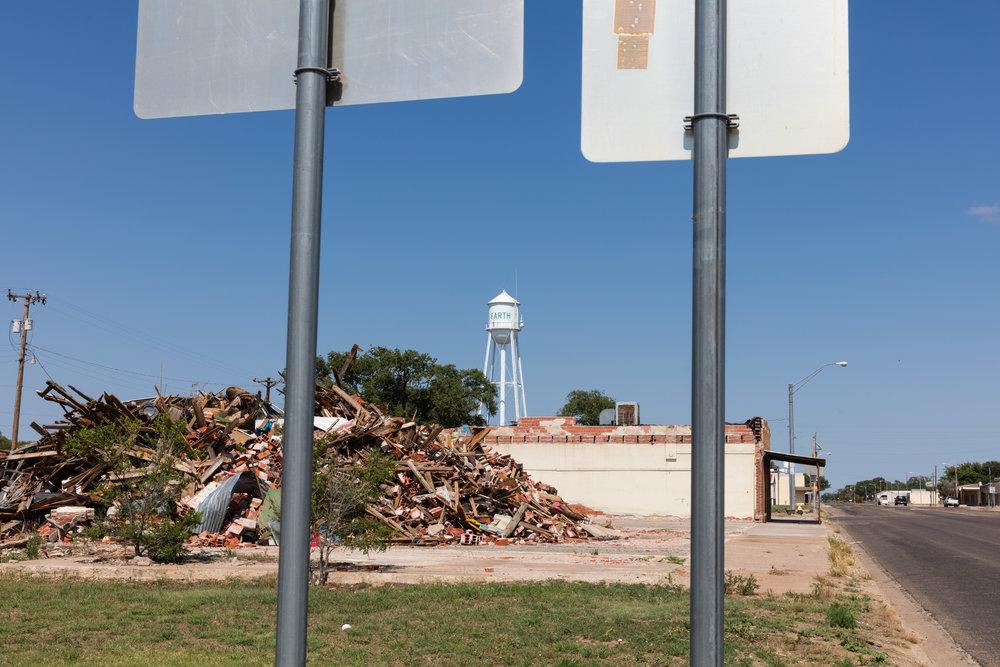 Main Street  Earth, Texas (2017)