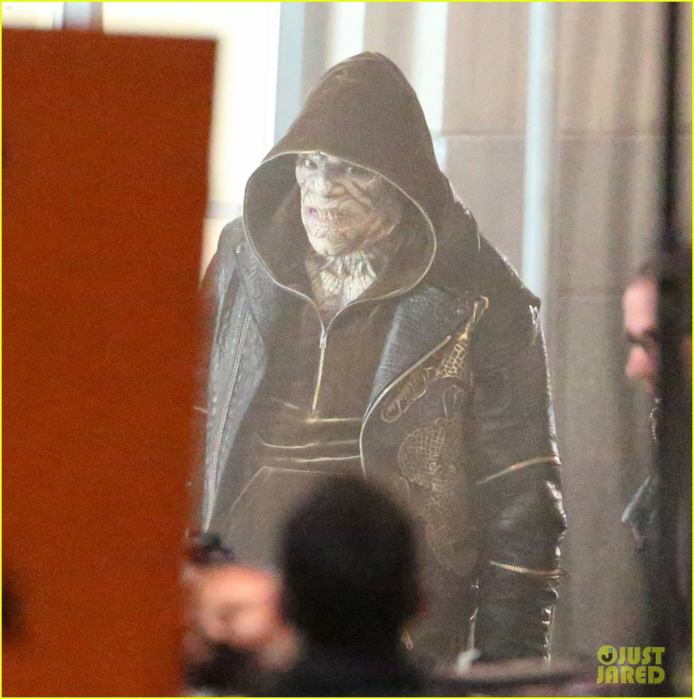 suicide-squad-cast-seen-in-costume-on-set-01.jpg