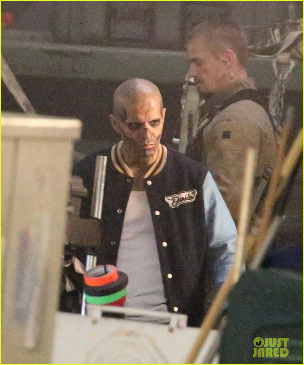 suicide-squad-cast-seen-in-costume-on-set-02.jpg