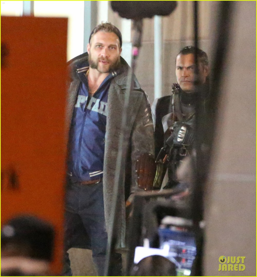 suicide-squad-cast-seen-in-costume-on-set-07.jpg
