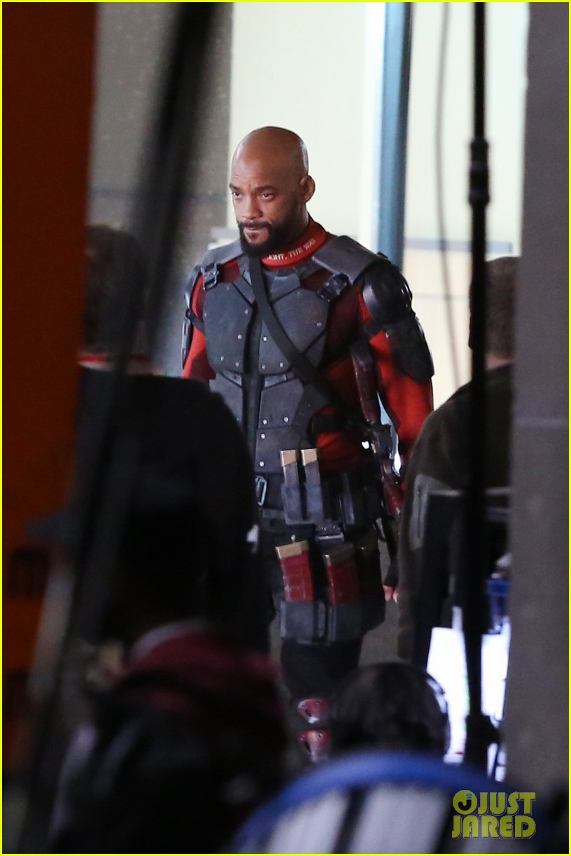 suicide-squad-cast-seen-in-costume-on-set-09.jpg