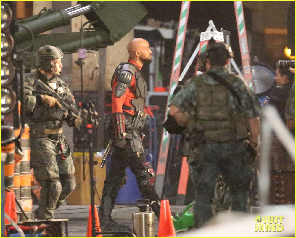 suicide-squad-cast-seen-in-costume-on-set-04.jpg