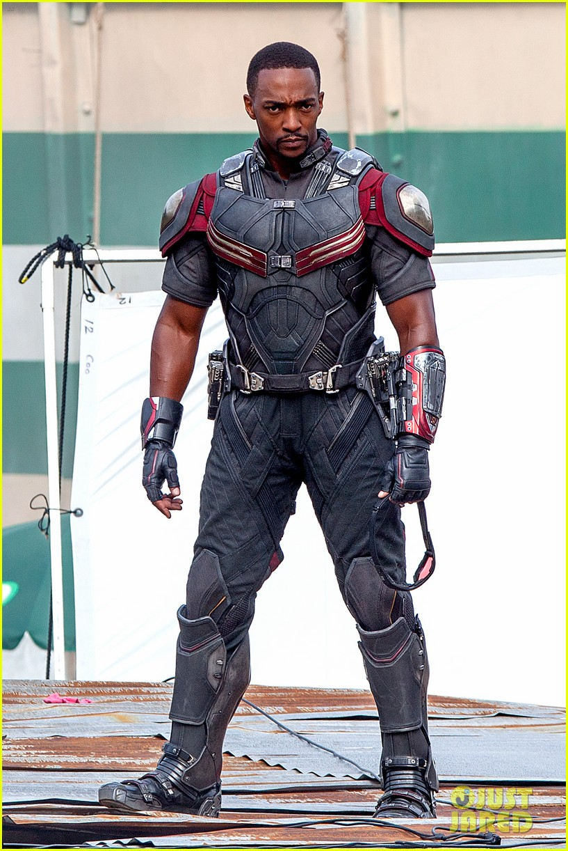 chris-evans-anthony-mackie-get-to-action-captain-america-civil-war-01.jpg