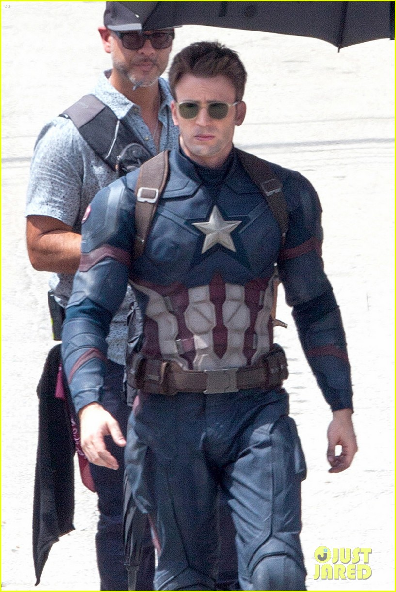 chris-evans-anthony-mackie-get-to-action-captain-america-civil-war-02.jpg