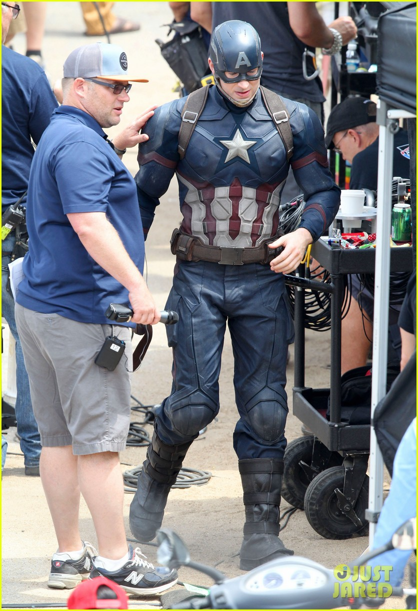 chris-evans-anthony-mackie-get-to-action-captain-america-civil-war-03.jpg