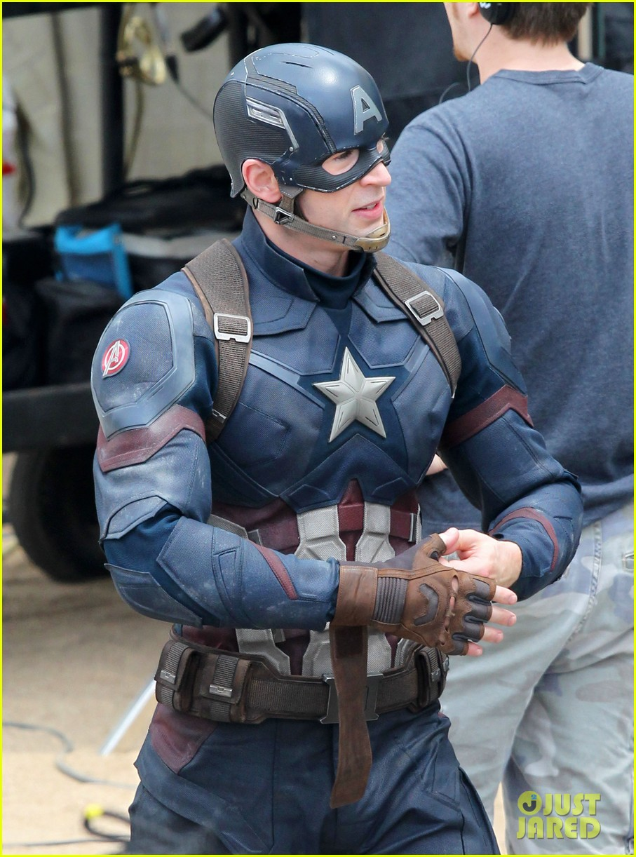 chris-evans-anthony-mackie-get-to-action-captain-america-civil-war-10.jpg