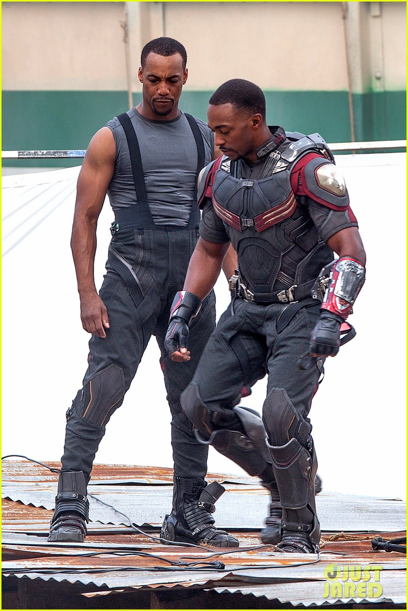 chris-evans-anthony-mackie-get-to-action-captain-america-civil-war-18.jpg