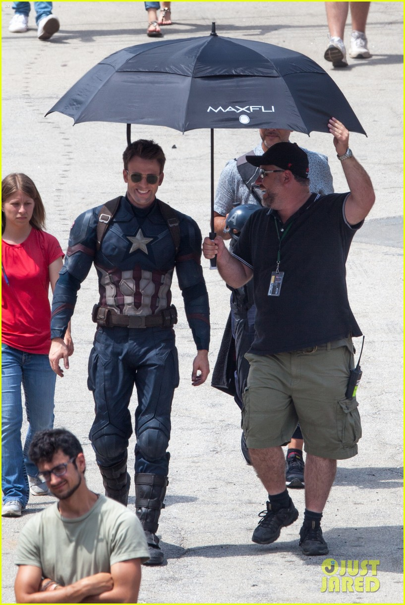 chris-evans-anthony-mackie-get-to-action-captain-america-civil-war-31.jpg