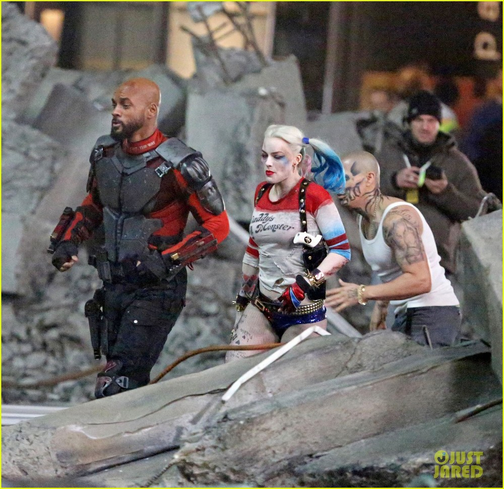 jared-leto-fights-kisses-margot-robbie-in-suicide-squad-06.jpg
