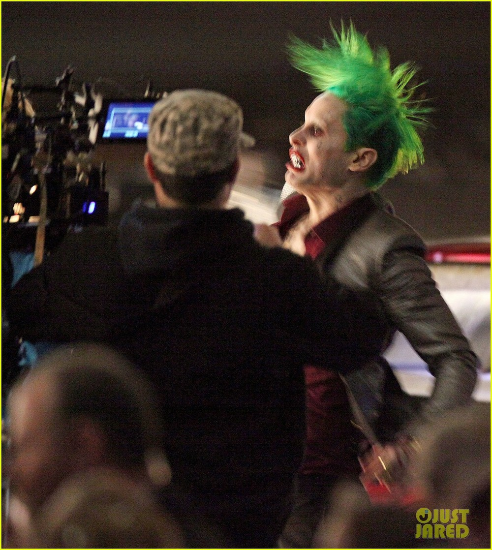 jared-leto-fights-kisses-margot-robbie-in-suicide-squad-13.jpg