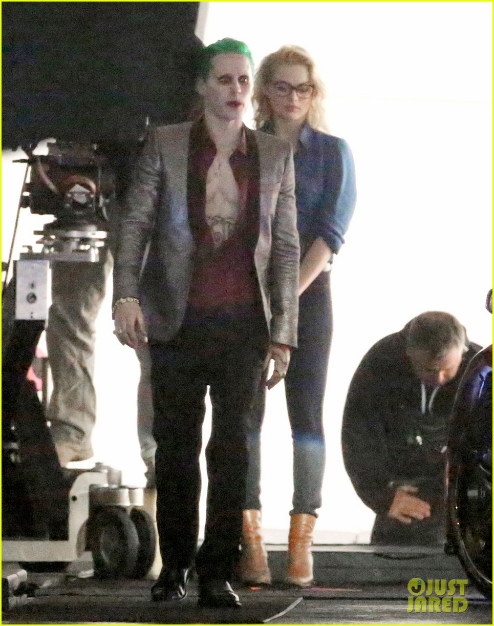 jared-leto-fights-kisses-margot-robbie-in-suicide-squad-16.jpg