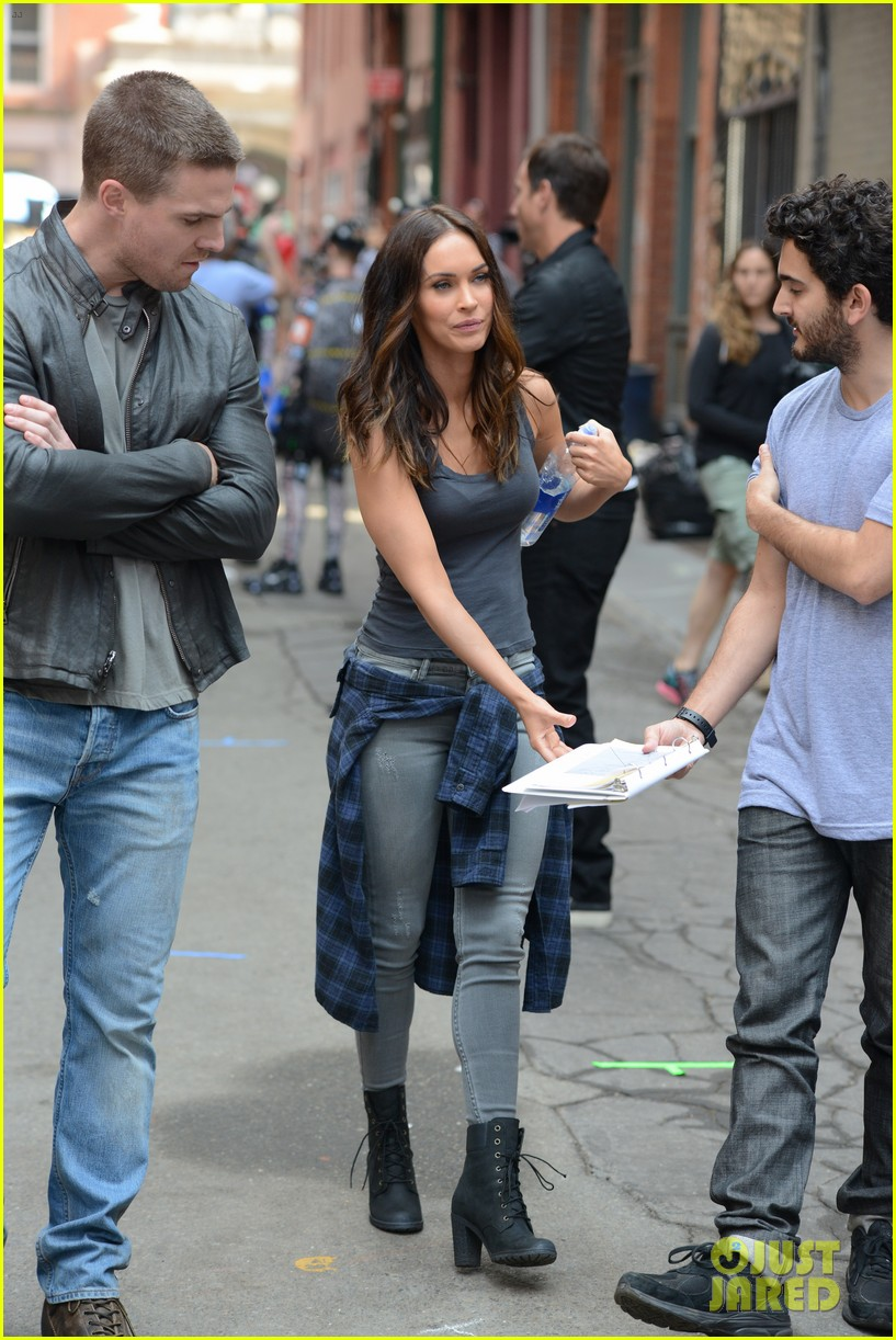 megan-fox-judith-hoag-tmnt-2-set-30.jpg