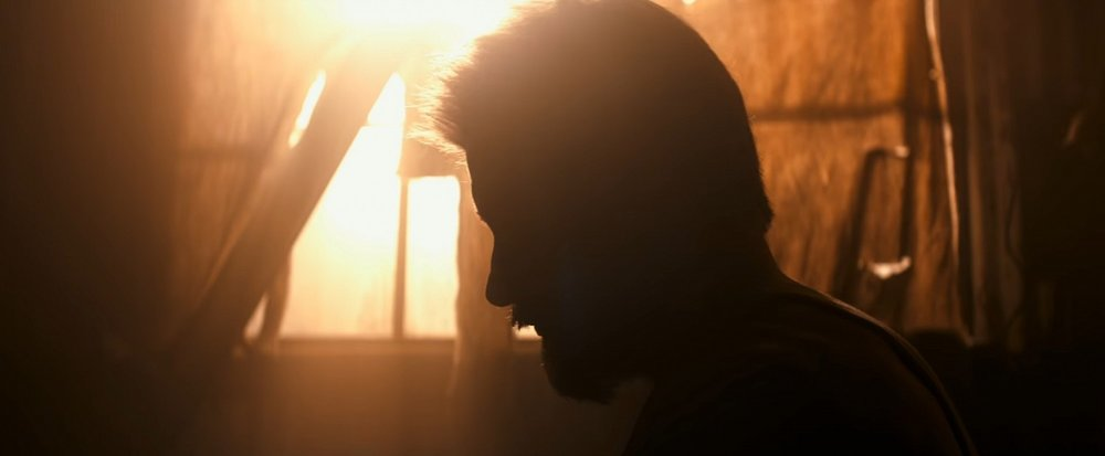 Logan-Trailer-Logan-in-silhouette.jpg