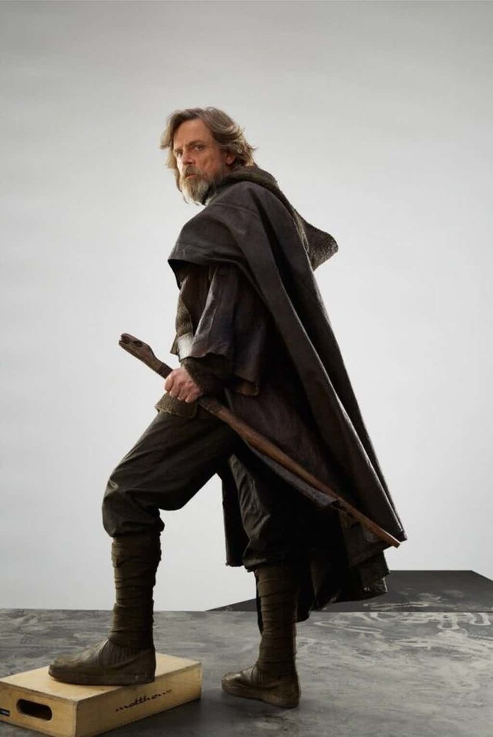 Star-Wars-The-Last-Jedi-Mark-Hammil-as-Luke-Skywalker-in-Brown-Robes-With-Walking-stick.jpg