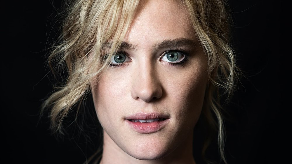 mackenzie-davis-face-wallpaper-57683-59447-hd-wallpapers.jpg